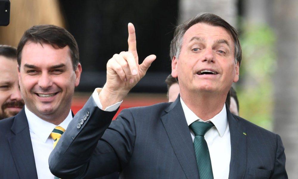 Flávio-Bolsonaro-e-Jair-Bolsonaro-1200x720